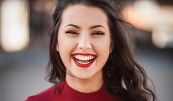srecna-nasmejana-zena